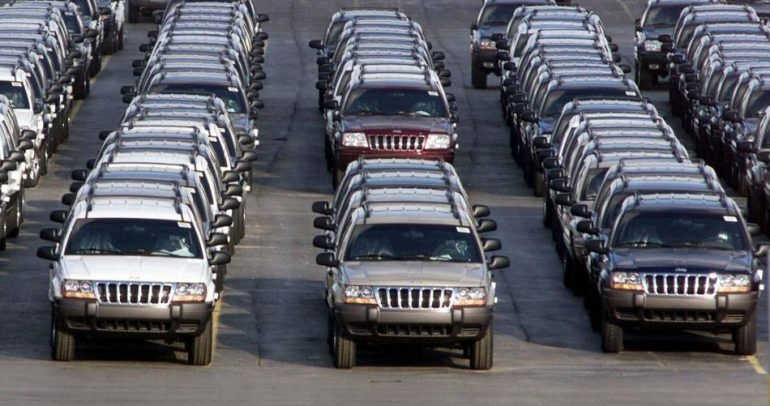 إستدعاء 750 ألف سيارة فورد و780 ألف كرايسلر للإصلاح