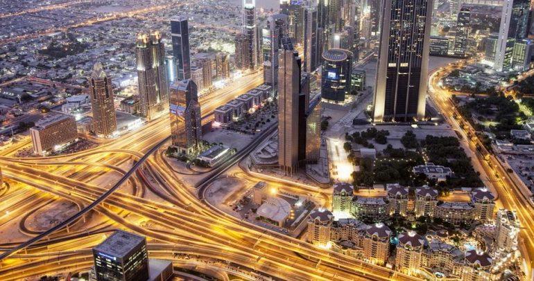 ﻟﻦ تستطيع مغادرة الإمارات ﻗﺒﻞ دﻓﻊ اﻟﻐﺮاﻣﺎت !