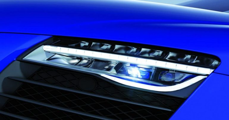 Audi R8 LMX : أول سيارة إنتاج مزودة بمصابيح ليزر