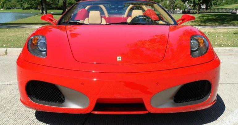 سيارة فيراري فاخرة بسعر زهيد.. اشتريها