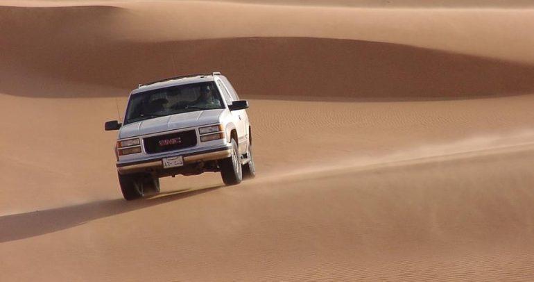 """بين الخليجيين وسيارات """"جي أم سي"""".. قصة حب لا تنتهي"""