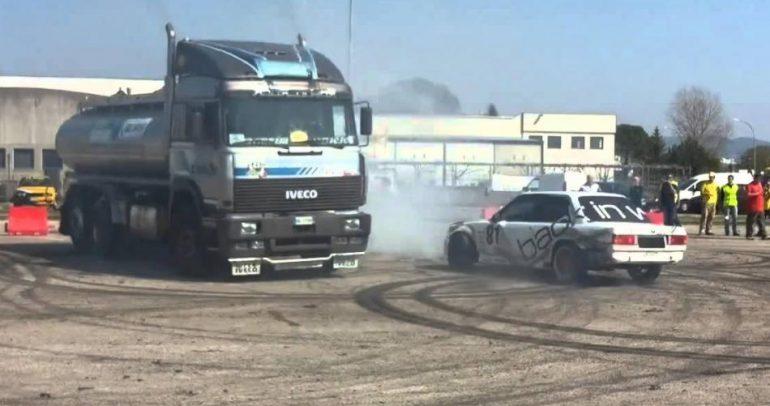 شاحنة تتحدى سيارة بي أم دبليو.. فمن انتصر؟ (فيديو)