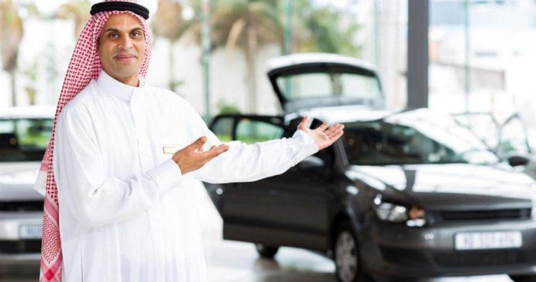 سعودي يهدي الوليد بن طلال سيارة فاخرة.. فما هي؟ (فيديو)