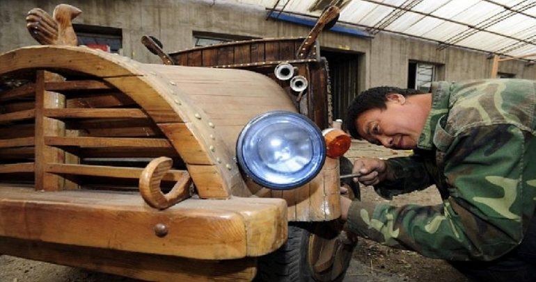 حلم بسيارة مميزة.. فصنعها بنفسه خشبية وكهربائية ! (فيديو)