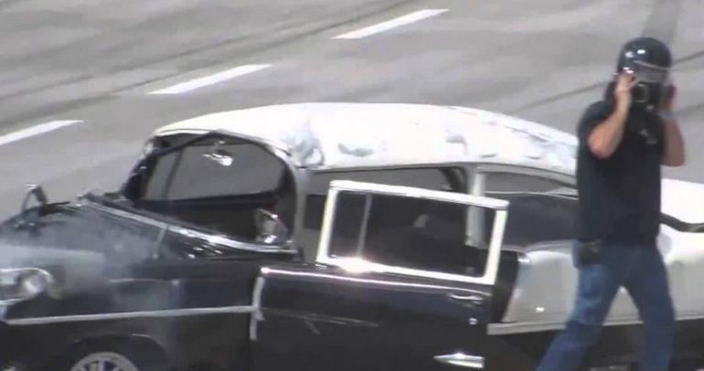 بعد تحطم سيارته بالكامل.. خرج من الزجاج حيا (فيديو)