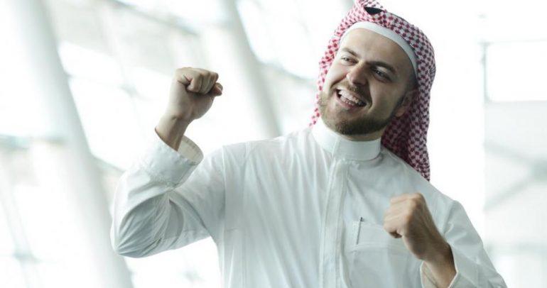 إحذر الضحك في السعودية.. فقد تخسر سيارتك الفاخرة ! (فيديو)