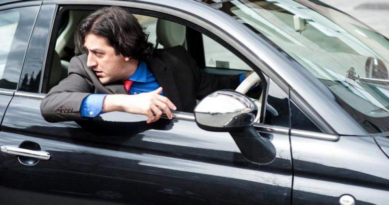 بالفيديو: ركن السيارة قد يسبب حوادث أليمة.. فكيف تتجنبها؟