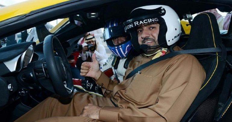 بالفيديو: شاهدوا قيادة أمير الرياض على حلبة سباق مرعبة