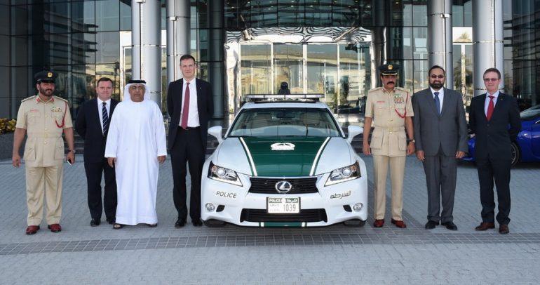 سيارة جديدة تنضم إلى أسطول شرطة دبي: لكزس GS