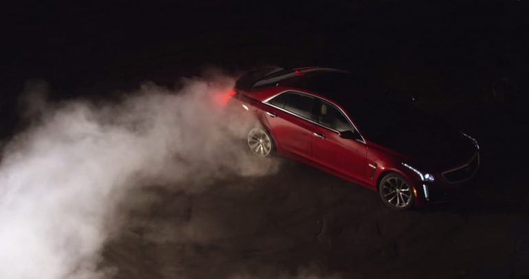 بالفيديو: كاديلاك ستشعل النيران في معرض ديتريوت للسيارات