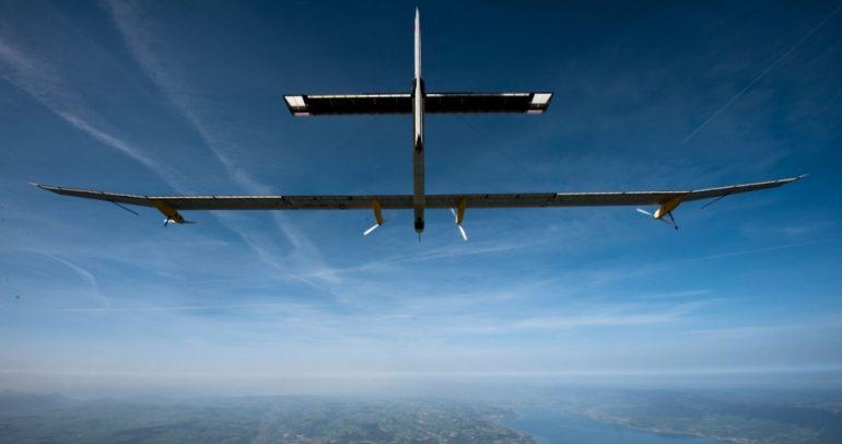 طائرة شمسية عملاقة تتجول حول العالم من وإلى أبو ظبي !