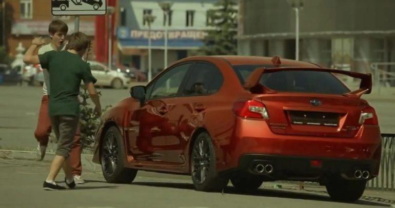 سيارة تغير لونها.. فهل ستقع في فخ المقالب؟  (فيديو)
