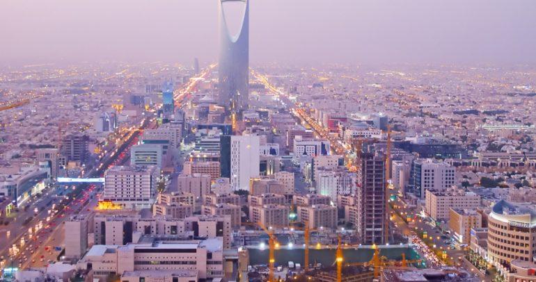 سيارات قانونية لتسجيل المخالفات والمثول أمام القضاء في السعودية