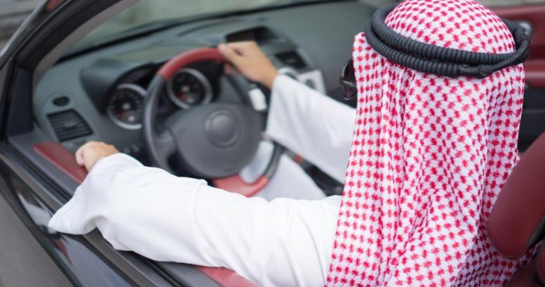 قد لا تصدق: هدايا ومفاجآت للمخالفين على طرقات دبي