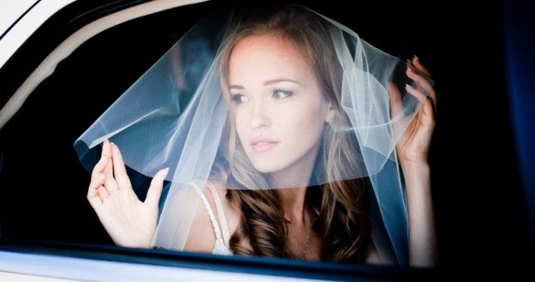 بالفيديو: سرقة سيارة الحبيبة.. طريقة جديدة للزواج