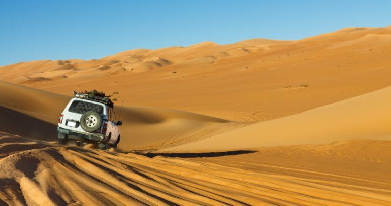 بالفيديو: رمال الصحراء تلتهم مفحط سعودي 21 مرة.. والسبب؟