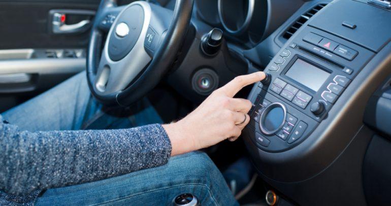 تنبيه: الموسيقى أثناء القيادة.. سيف ذو حدين