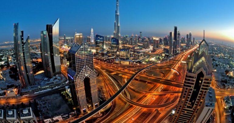 من منزلك.. تمتع بأروع قيادة في شوارع وطرقات دبي