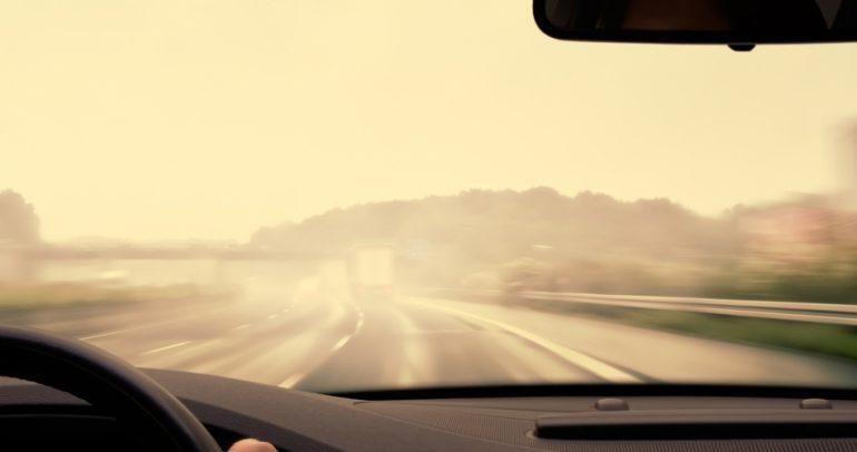 الضباب سيضرب دبي.. فكيف تحافظ على سلامتك أثناء القيادة ؟