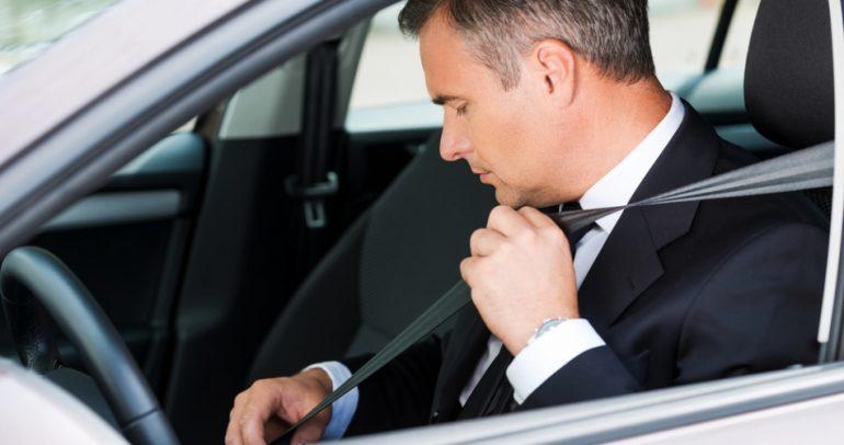 ما هو سر وجود مساند الرأس في السيارة ؟