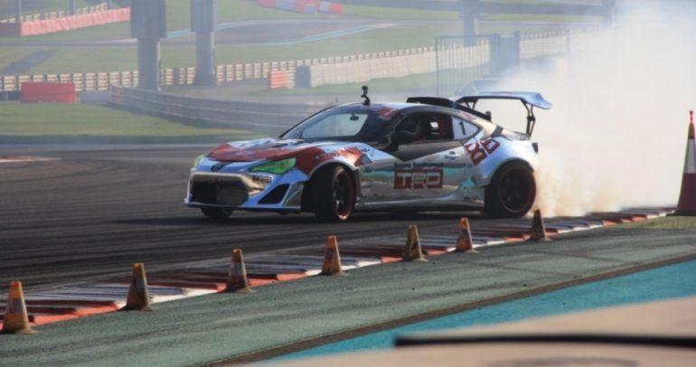 بالفيديو فريق تويوتا الإمارات للدريفت والفطيم للسيارات يواصلان مسيرة الفوز