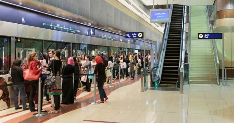 ركاب مترو دبي Vs ركاب مترو لندن.. ما هي الفروقات بينهما ؟