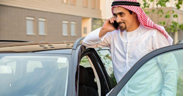 استخدام الهواتف الذكية يخفف من اثار حوادث السير في السعودية!