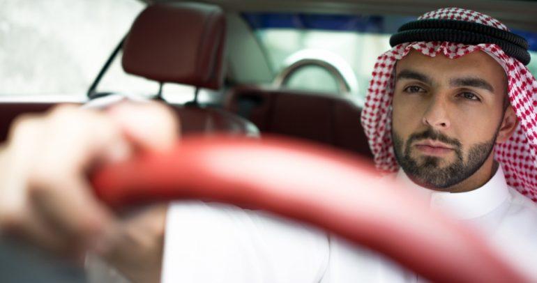 طريقة خليجية للاستغفار والصلاة خلف مقود السيارة !
