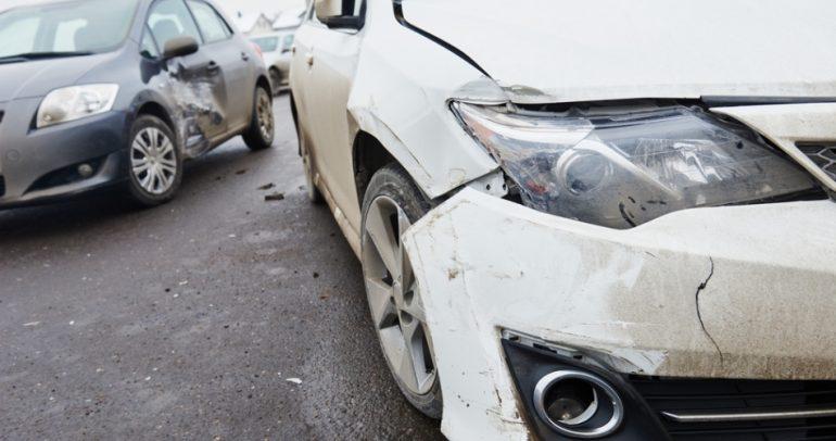 بالفيديو: السيارات تتحول الى أداة قتالية في المشاجرات
