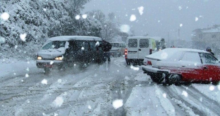 لبنان يسابق العاصفة زينة.. والقلق على السيارات الخفيفة