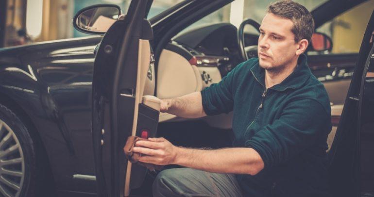 كيف تستفيدون من المشروبات الغازية لصيانة وتنظيف سياراتكم؟