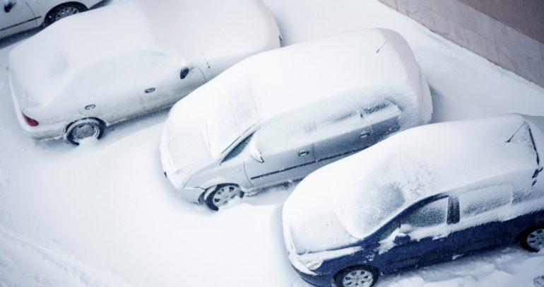 كيف تعثر على سيارتك العالقة والمغطاة بالثلوج ؟