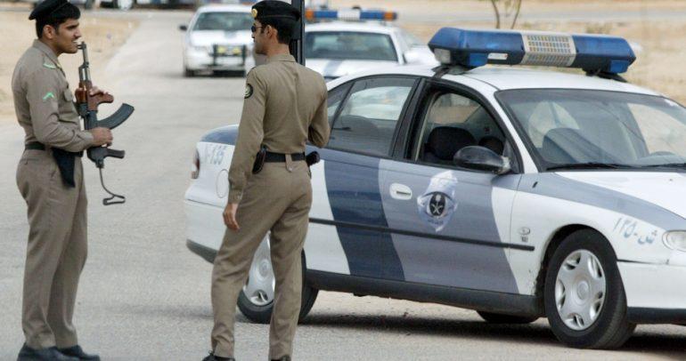 سيارات الشرطة السعودية تقتحم احد الاعراس.. والسبب؟