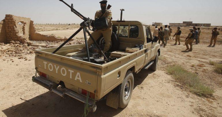 حرس الحدود السعودي يقدم أغرب استعراض بالسيارة !