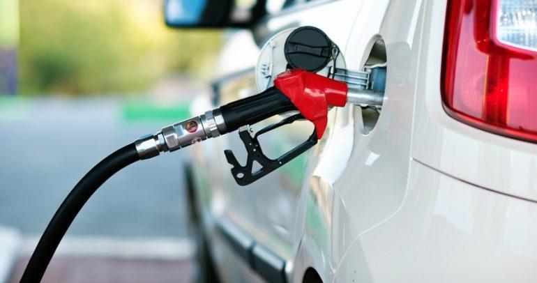 هل تستهلك سيارتك الكثير من الوقود.. اليكم ٢٠ نصيحة
