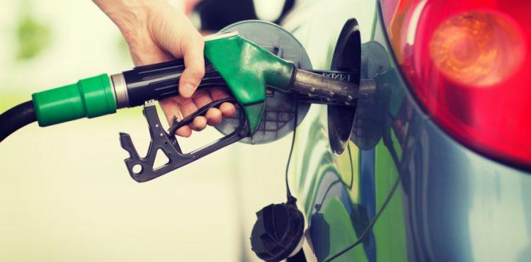 هل يجوز ملء خزان الوقود في السيارة إلى حده الأقصى؟