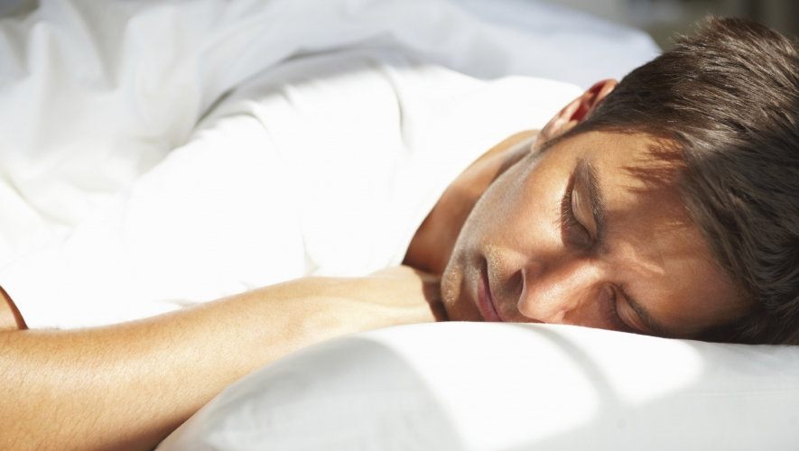 e4a32d7d03ea0 ما أن يأوي الانسان إلى فراشه ويغمض عينيه ويسيطر عليه النوم حتى يجد نفسه في  عالم اخر يختلف تماما عن عالم اليقظة من حيث المقاييس والحدود والأوصاف.