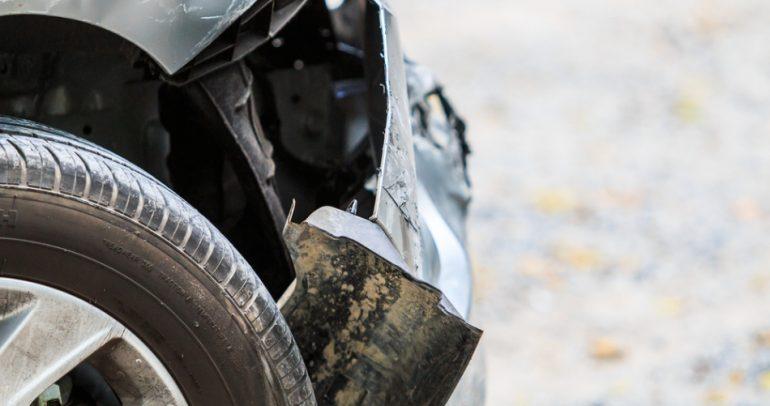 ما هو اللون الذي يبعد عن السيارة الحوادث والتصادمات ؟