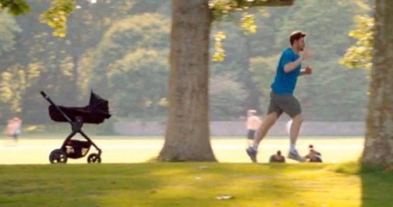 بالفيديو: عربة ذكية للأطفال تسير خلف الوالد.. من فولكس واجن
