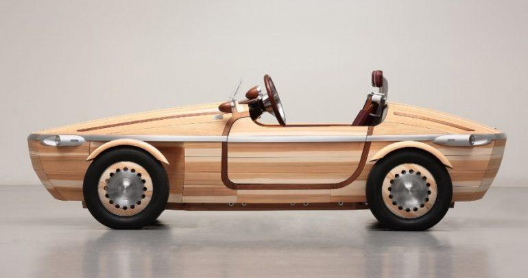 بأدوات تقليدية.. تويوتا تصنع سيارة من خشب