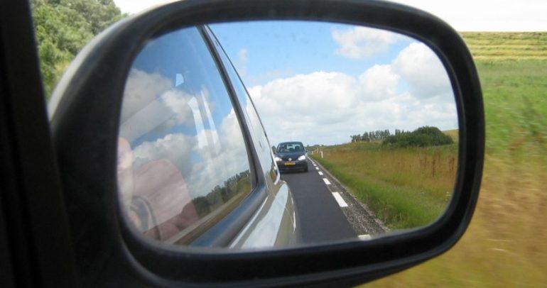 المرايا المزيفة خطر على القيادة.. وهكذا تميزها عن الأصلية