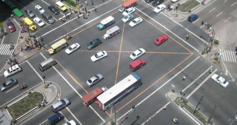 تناقض بين السيارات ذاتية القيادة وإشارات المرور.. فمن ينتصر؟