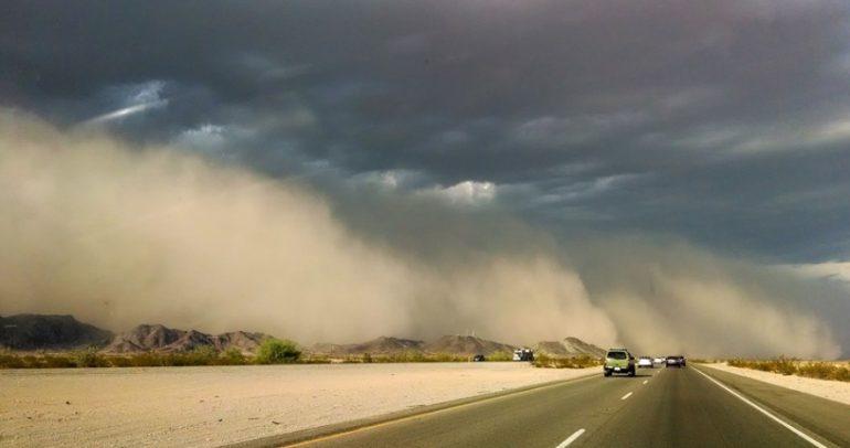 كيف تواجه العاصفة الرملية أثناء القيادة