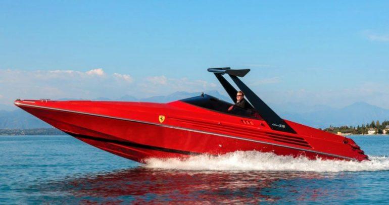 ريفا فيراري ٣٢.. قارب من سنة ١٩٩٠ معروض للبيع