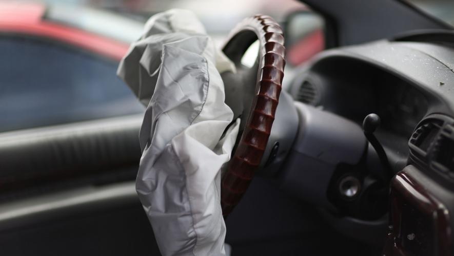 لماذا تضاء إشارة الوسادة الهوائية في سيارتي؟