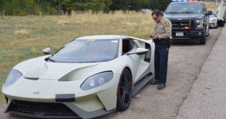 نماذج فورد GT لم تتملص من الشرطة (فيديو)