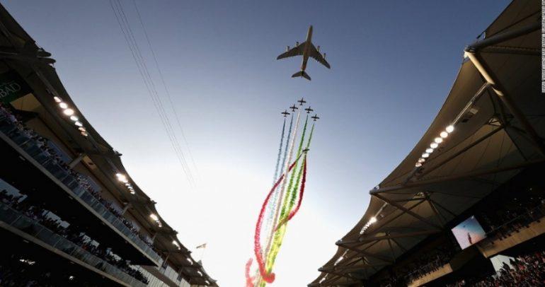 فرسان الإمارات يقدم استعراضاً جوياً معلناً بداية السباق