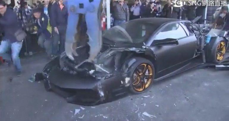 السلطات التايوانية تقوم بتدمير علني لسيارة لامبورغيني.. لماذا!