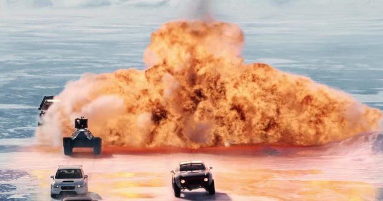 """تشارليز ثيرون تسيطر على سيارات ذاتية القيادة في """"فاست 8"""" الجديد"""