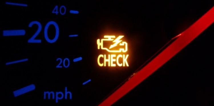 ما الذي يجب فعله عندما تضاء إشارة المحرك ؟